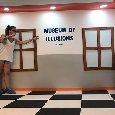 ‪Museum Of Optical Illusions‬