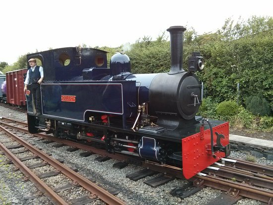 Welsh Highland Heritage Railway: The engine runs around to the front of the train ready for its next trip