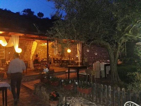 Ofena, Италия: Veramente un posto incantevole cibo e vino meravigliosi.... titolare brava e simpatica....