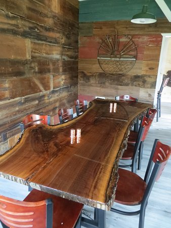 Crystal Falls, Μίσιγκαν: Reclaimed Barnwood on the Walls