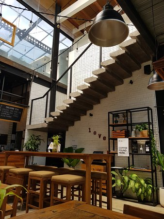 cozy in rustic interior design クロボカン livingstone cafe