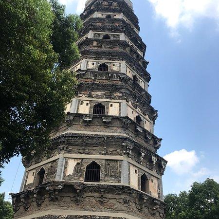 Cloud Rock Leaning Pagoda (Yunyan Ta) 사진