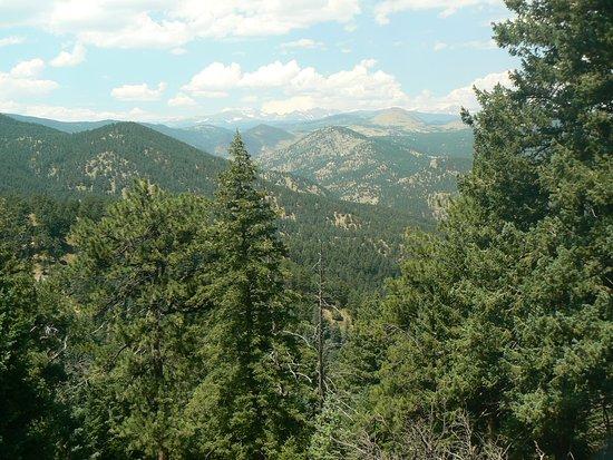Flagstaff Mountain: View along Rangeview Trail