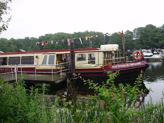 Nottingham Robin Hood Town Tour: We took a boat ride on the trent river and we had a lovely Lunch and the service i couldn' falte