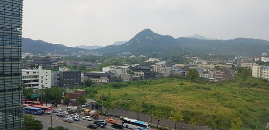 The perfect place to travel between Gyeongbok Palace and Bukchon^^