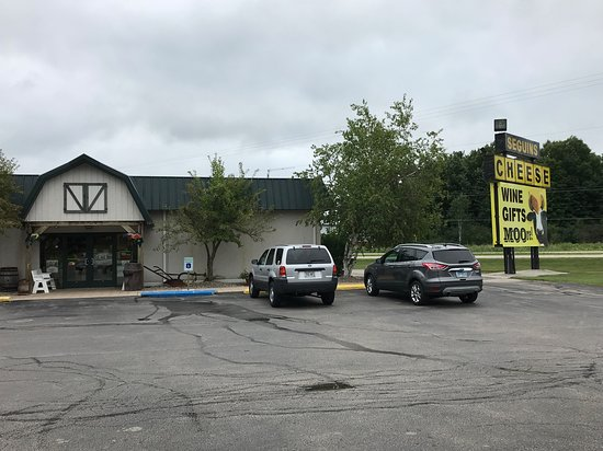 Marinette, WI: exteriorof store and parking lot