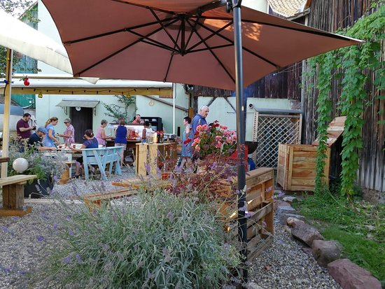 Brasserie du Vignoble: The beer garden on barbecue night