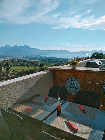 La vue magnifique de la terrasse du restaurant
