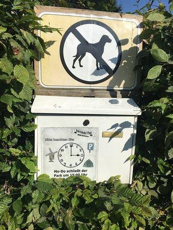 Stoertebeker Park: Öffnungszeiten und Hunde nicht gestattet.