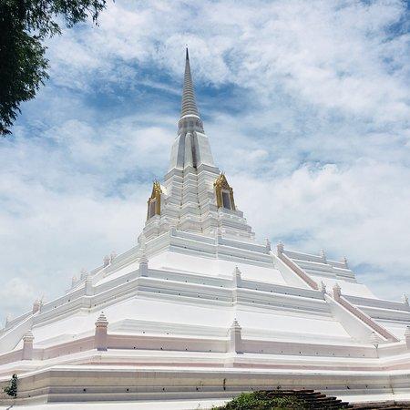 Wat Khao Thong