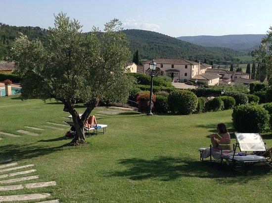 Bagnaia, Olaszország: Gardens of the hotel