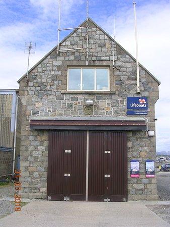 Pwllheli RNLI Station (facing beach/sea)