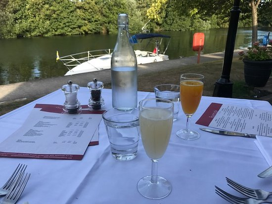 Riverside Brasserie: Champagne Cocktails