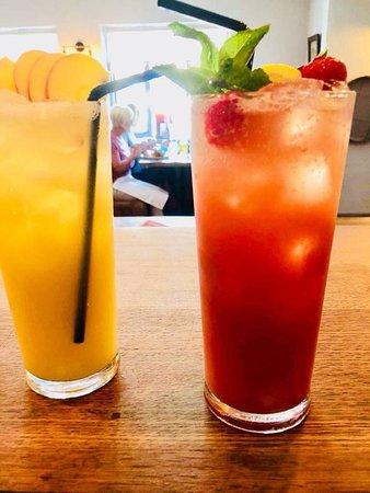Burcot, UK : Green apple or Strawberry Summer lemonade