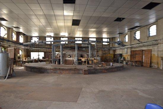 Troisfontaines, ฝรั่งเศส: Atelier de la cristallerie - Four central