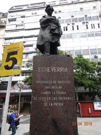 Monumento a Esteban Echeverria