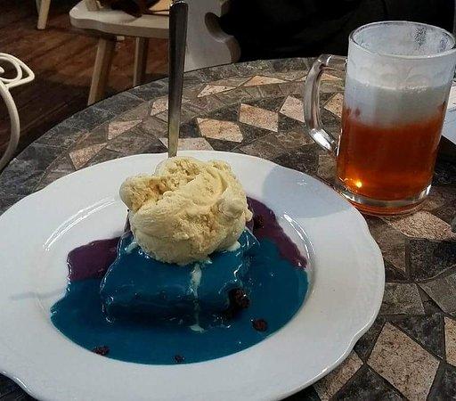 Ελληνικό, Ελλάδα: Mud pie and butter beer