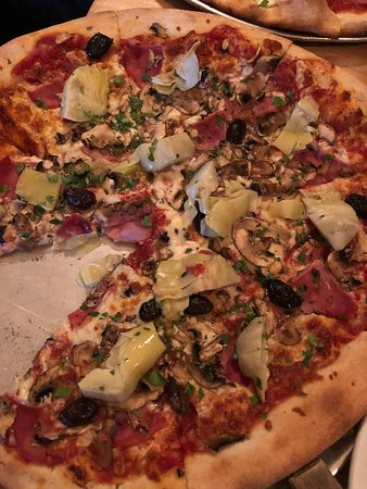 Tony's Pizza Palace: Capricciosa pizza