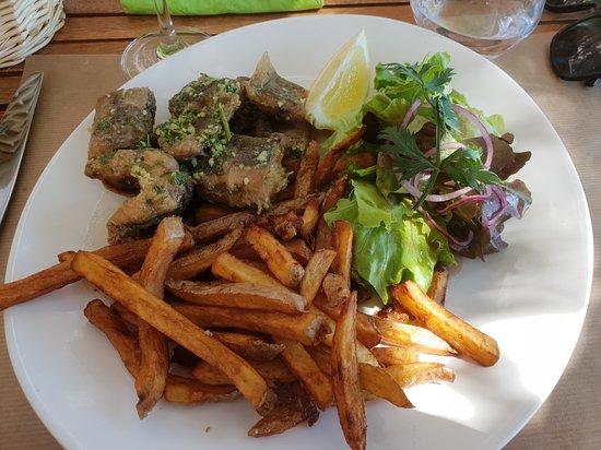 Behuard, France: Anguilles. Peut être les frites un peu trop cuites...