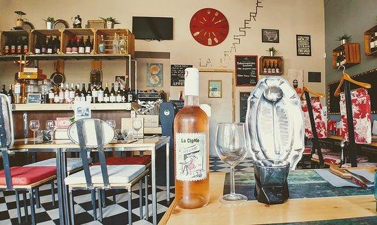 La Brasserie du Village: Boire un rosé sous la clim