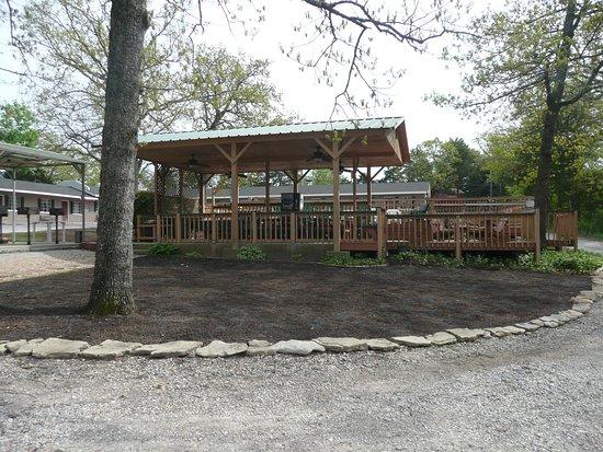 Galena, MO: Pavilion