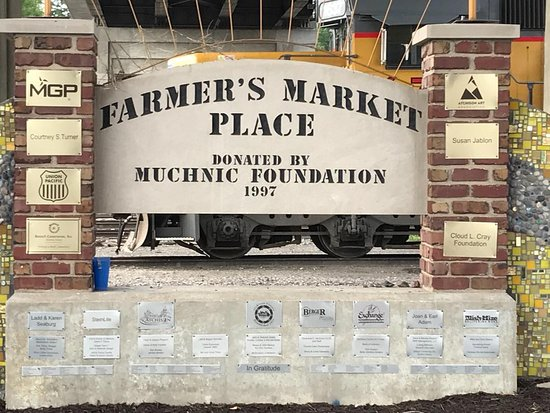 Atchison Farmers Market: The Farmer's Market has a great mosaic as a backdrop.