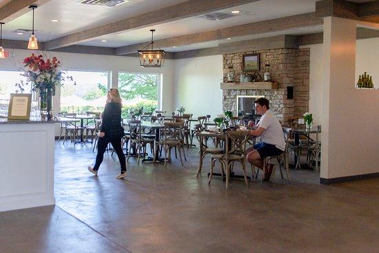 Defiance, Миссури: tasting room 3