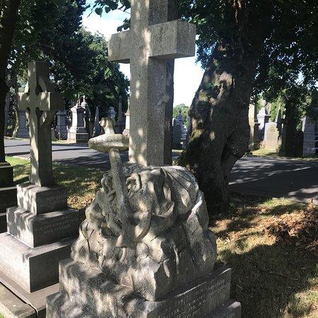 Bradford, UK: Scholemoor Cemetery