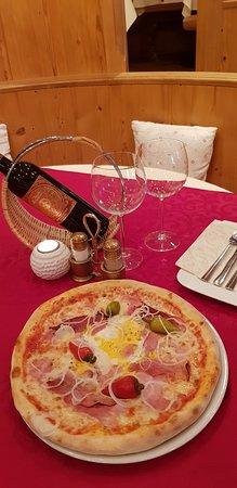 Restaurant Tyrol Cafe: Pizza Tirolese