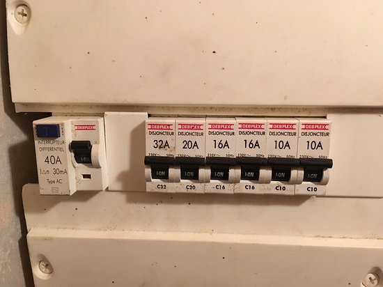 Les Hameaux Du Giffre : tableau électrique , pas aux normes