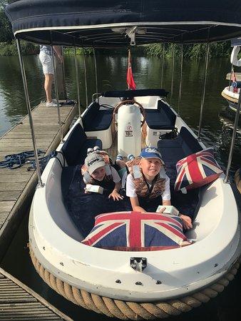 AV Boats Photo