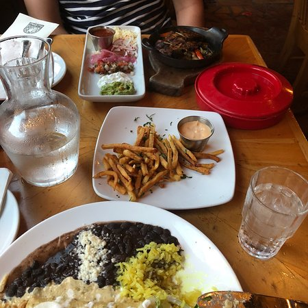Peso's Kitchen & Lounge: photo0.jpg