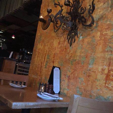 Peso's Kitchen & Lounge: photo2.jpg