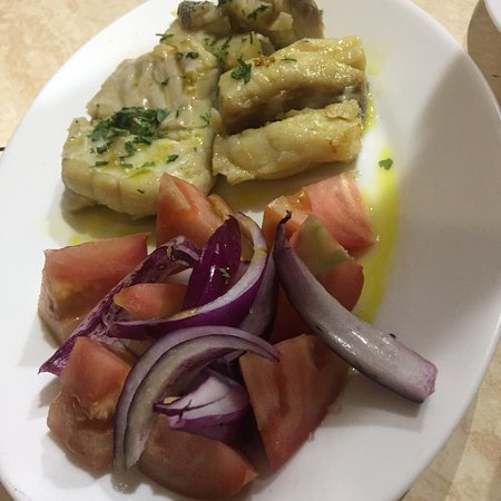 Puertito de Güímar, España: Comida canaria de la zona  Potas en salsa cherne salado escaldon de gofio y camarones