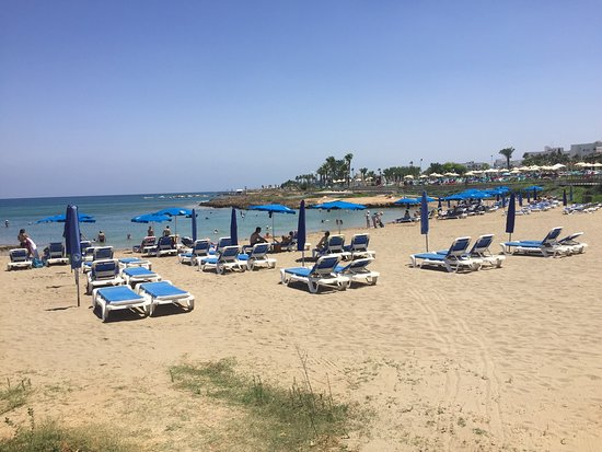 Paralimni, Siprus: The beautiful Polyxenia beach