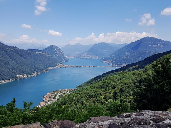 Brusino Arsizio, Schweiz: Spectacular view over Lake Lugano from the restaurant at the top of the Brusino-Serpiano funivia