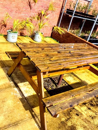 Susanu0027s Coffee Shop: Outdoor Tables For Coffee In The Sunshine