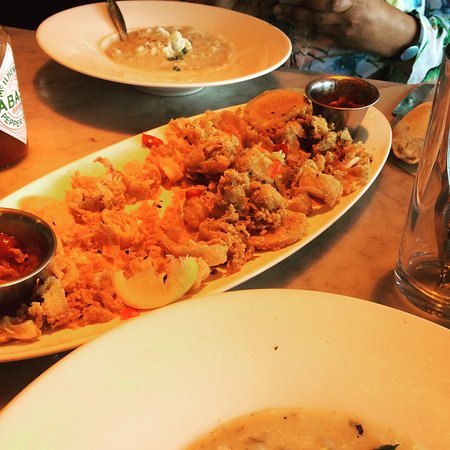 Crockett, Kalifornien: Calamari, we got the large platter, good for 2-4 people.