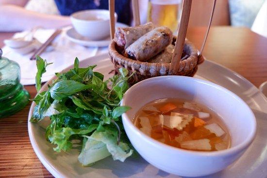 Cau Go Vietnamese Cuisine Restaurant: 揚げ春巻き Nem Ran 135,000VND