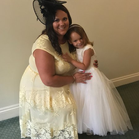 Aveley, UK: Attending wedding