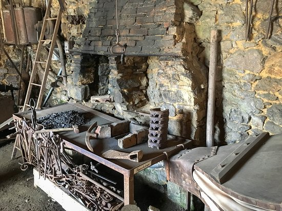 Pledeliac, France: la forge
