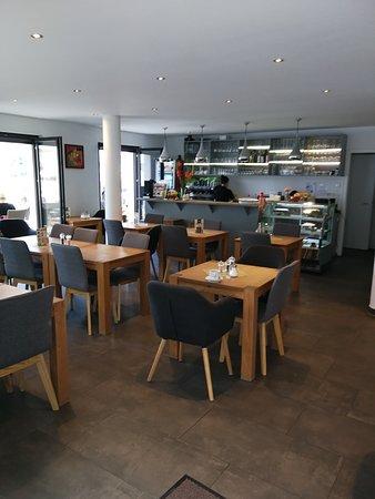 Das Lokalinnere Picture Of Cafe Jolie Am Donaumarkt Regensburg