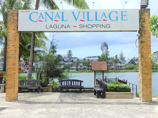 Canal Village Shopping Centre: The entrance from the water shuttle jetty