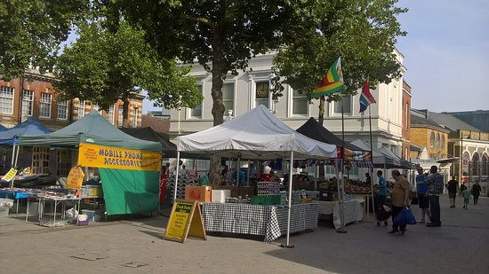 Бейзингстоук, UK: Saturday's market