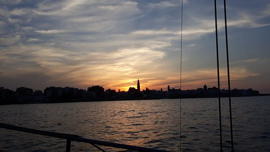 Marasciulo Charter: monopoli al tramonto durante il rientro