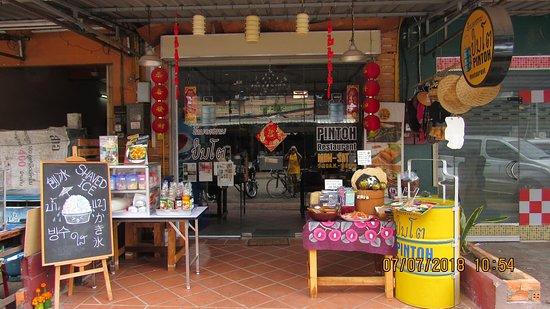Tỉnh Viêng Chăn, Lào: the outside of the restaurant