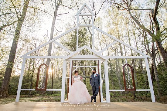 Providence Forge, Βιρτζίνια: NEW Chapel in the Woods during the day! Photo by Lindsey Lyons Photography