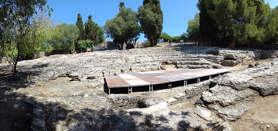 Ruines de la Ville Romanie de Pollentia: Vestiges du théâtre romain