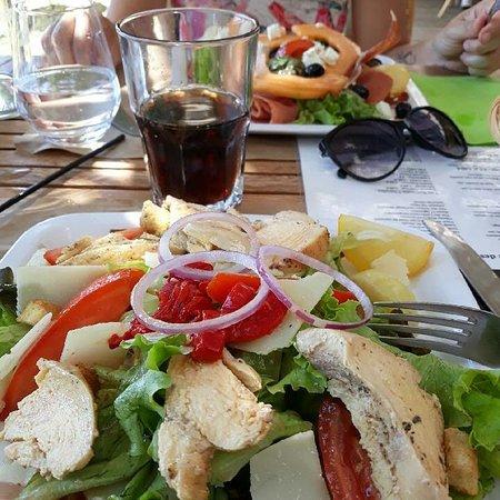 Behuard, France: Salade de poulet