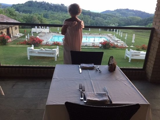 Sant'Agata Fossili, Italia: Cena servita in veranda